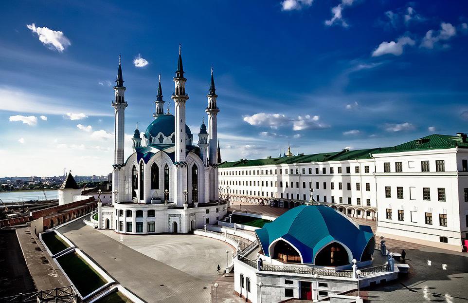 Татарстанские чиновники и звезды держат уразу