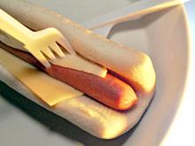 Есть горячую пищу из пластиковой посуды опасно для здоровья
