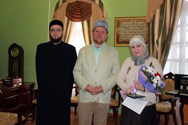 Муфтий Татарстана наградил медалью Малику Гельмутдинову