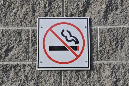 Сломай сигарету, пока сигарета не сломала тебя