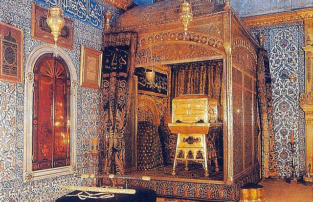 Если бы священные реликвии не попали к османам, они бы не сохранились - турецкий историк