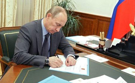 Путин подписал закон о перечне мест проведения религиозных обрядов без согласова...