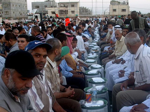 Катар организовал для жителей сектора Газы масовый ифтар