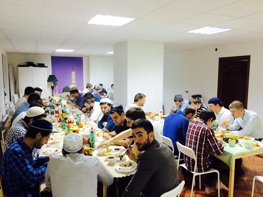 В резиденции «Московского Муфтията» состоялся молодежный ифтар
