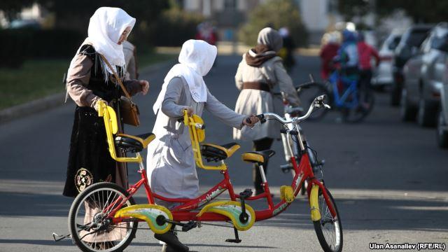 В Кыргызстане тема хиджаба обсуждается на самом высоком уровне