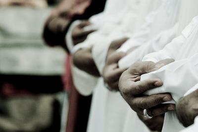 Стоит ли спешить или бежать на молитву?