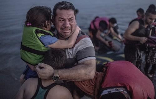 Фотография сирийского отца покорила сердца сотни тысяч людей
