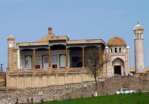 В Самарканде пожар повредил старинную мечеть