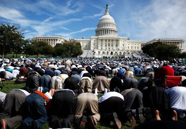 С кем борются мусульмане США?