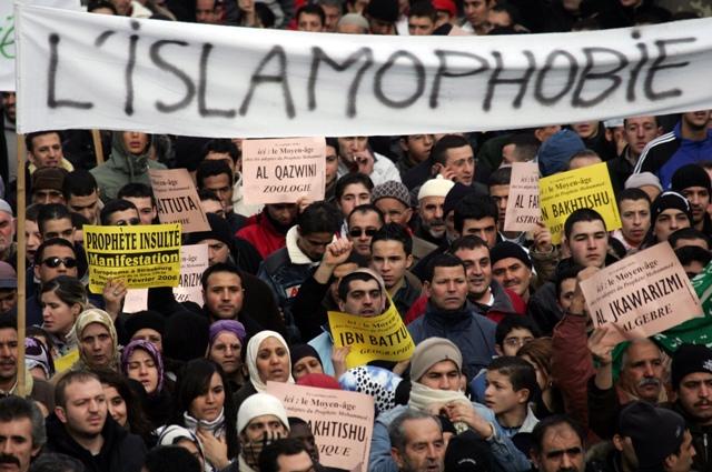 Как правительство Франции ущемляет права мусульман?
