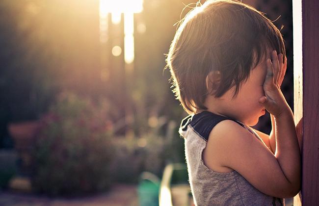 Приемный ребенок не идет на контакт