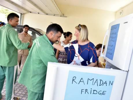 В Дубае появились «холодильники Рамадана» с бесплатными продуктами
