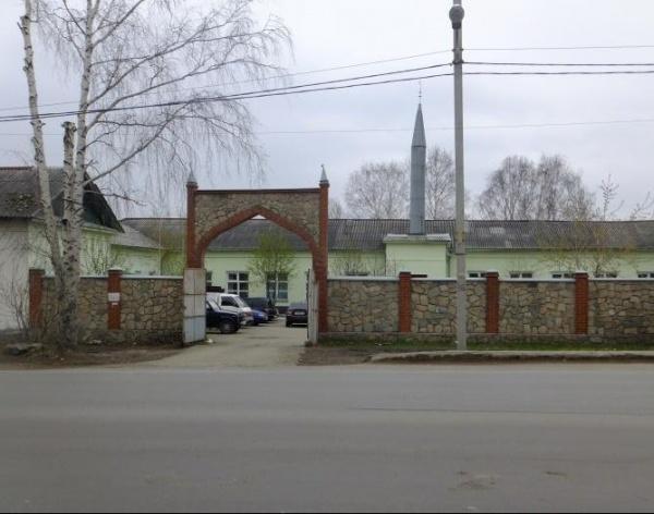 Суд приостановил до августа рассмотрение дела имама мечети «Рахмат»