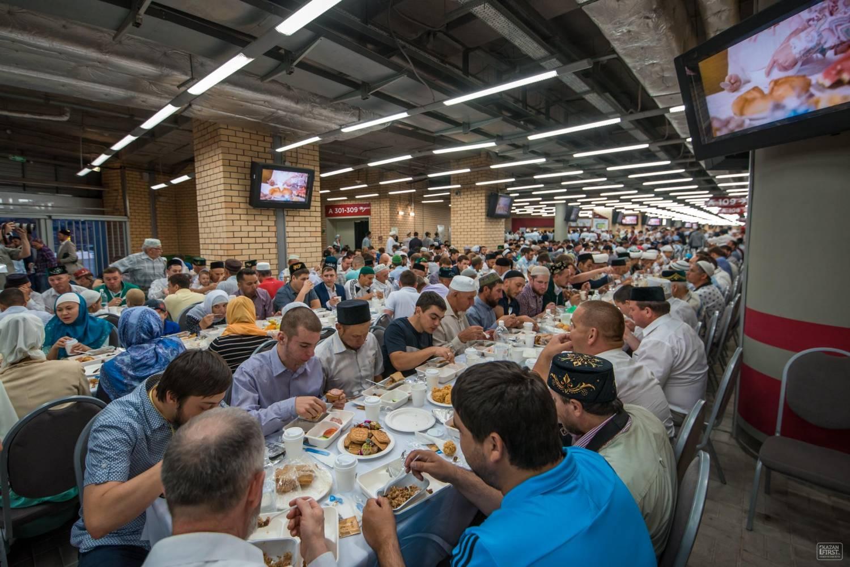 Ежедневно ифтары в мечетях Казани посещают более 5000 человек