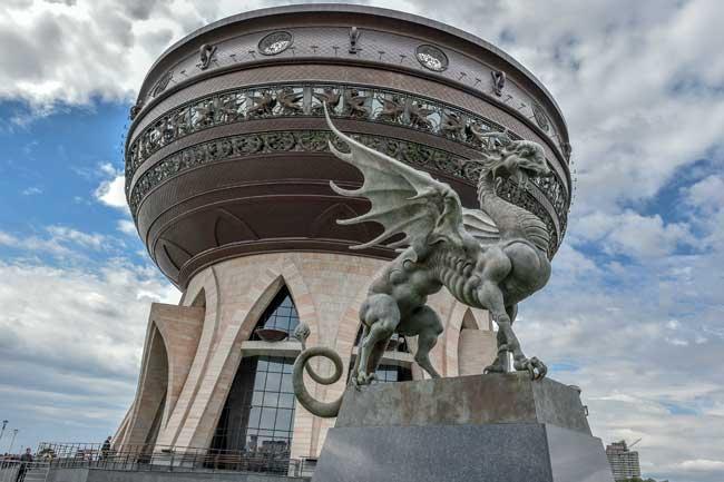 Статуя у казанской