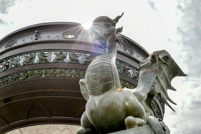Скульптура Даши Намдакова в Казани