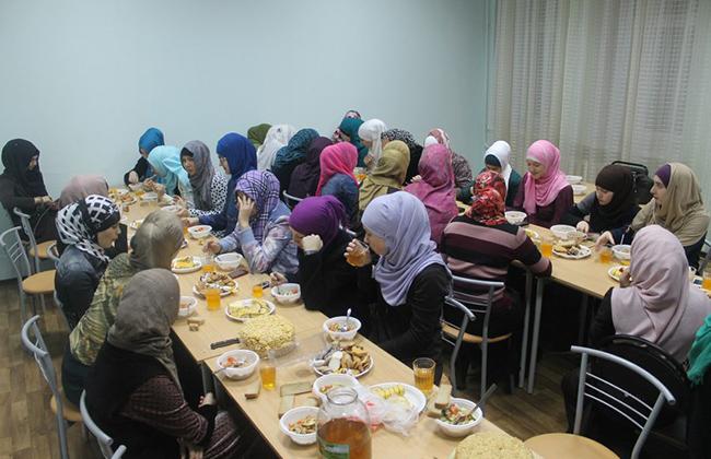 Ифтары в Российском исламском институте