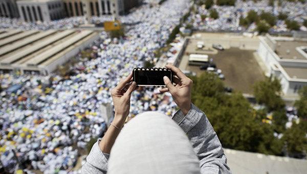 Саудовская Аравия вводит высокотехнологичные браслеты для всех паломников
