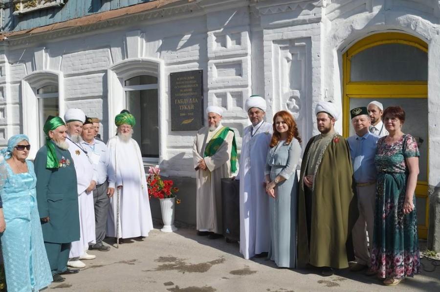 Конгресс татар открыл в Троицке мемориальную доску Габдулле Тукаю