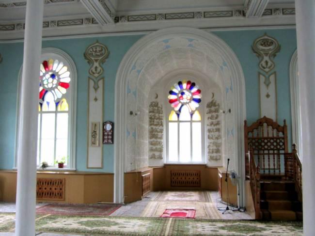 Внутри Азимовской мечети