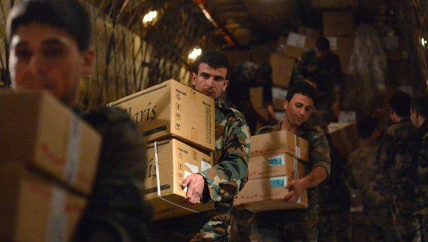 Российские военные доставили 1,5 тонны гумпомощи в Сирию