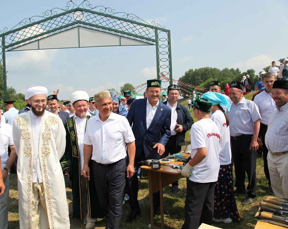 В мусульманском Сабантуе в Татарстане приняли участие более 1000 верующих