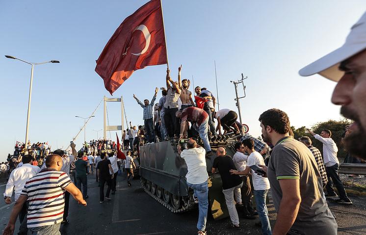 Подозреваемые в участии в турецком путче могут получить пожизненный срок