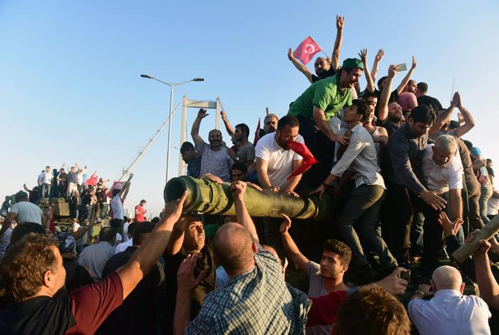 Вице-премьер Турции озвучил предполагаемые цели организаторов мятежа