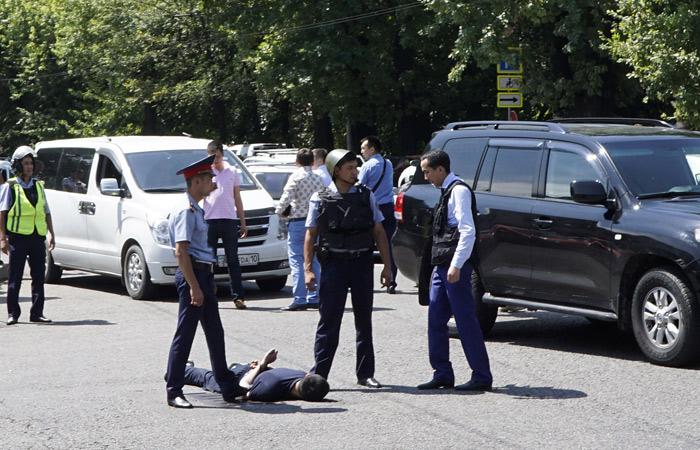 В Казахстане неизвестные напали на РОВД и департамент комитета нацбезопасности