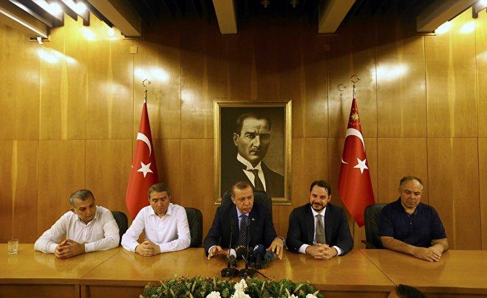 Трон Эрдогана сотрясается… и не падает