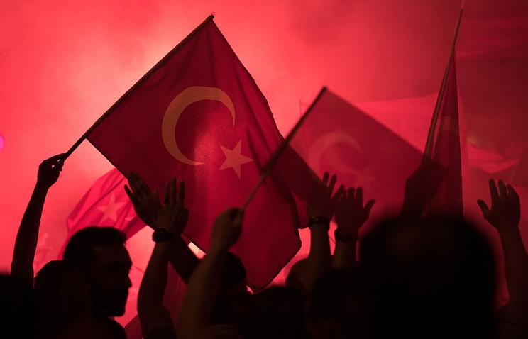 Эрдоган ввел в Турции режим чрезвычайного положения на три месяца