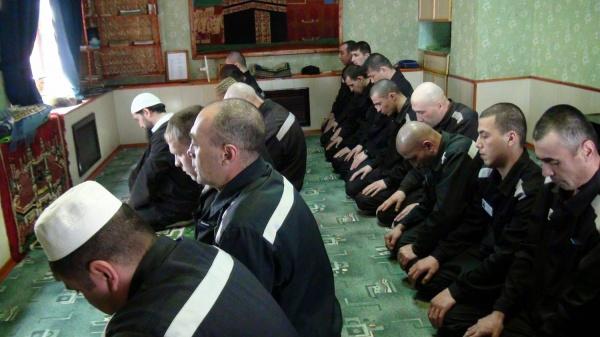 В Дагестане заключенных научат совершать намаз и читать Коран