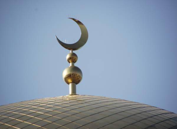 Эрдоган лично прочитал в мечети Анкары утренний призыв к молитве