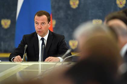 Медведев послал вбизнес учителей, недовольных низкой зарплатой