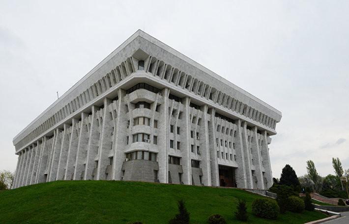 Парламент Киргизии одобрил изменения в закон о референдуме