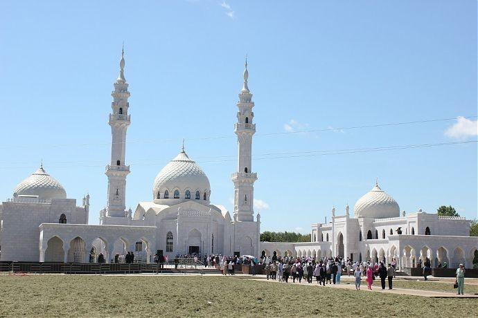 Татарстанская певица сожалеет о танце возле мечети в Болгаре