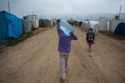 Поменьшей мере 18 фургонов гуманитарного конвоя были обстреляны вСирии