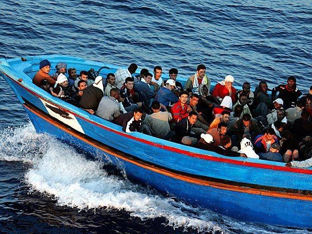 У берегов Египта затонуло судно с 600 мигрантами
