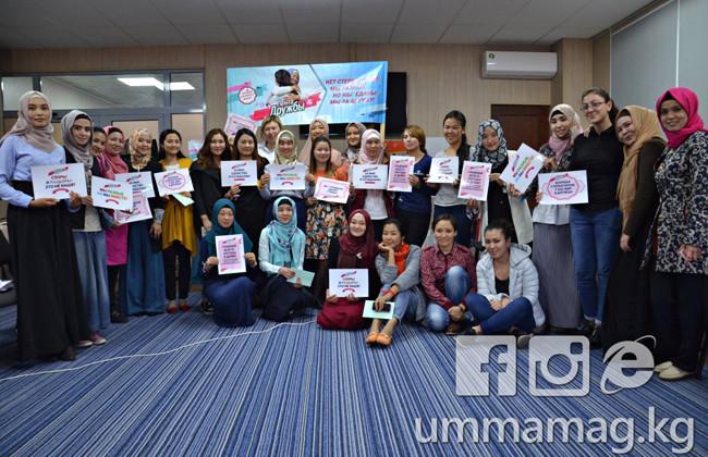 В Киргизии встретились светские и религиозные девушки