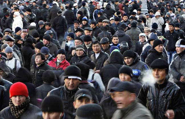 Как относятся к мигрантам в России