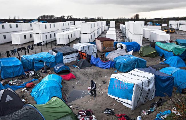 Милиции Франции довелось использовать слезоточивый газ для разгона мигрантов вКале