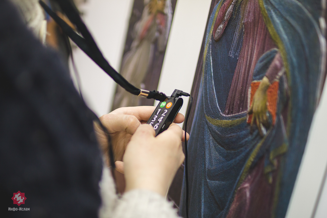 Изучение картины с помощью аудигида