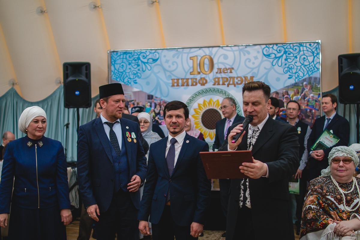 президент фонда Ильгам Исмагилов и вице-президент фонда Малика ханум Гельмутдинова